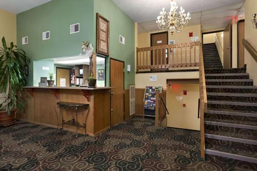 Super 8 by Wyndham Russellville - Russellville - Lobby