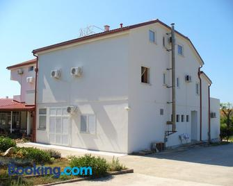 Pansion Comfort Sidro - Novalja - Gebäude