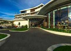 Grand Lagoi Hotel by Nirwana Gardens - Lagoi - Edifício
