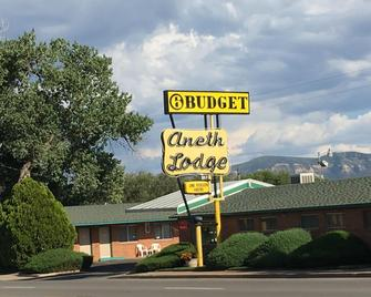 Aneth Lodge Budget 6 - Cortez - Building
