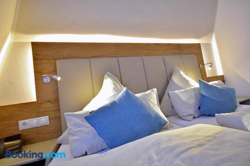 Hotel Zum Deutschen Hause - Hatten - Bedroom