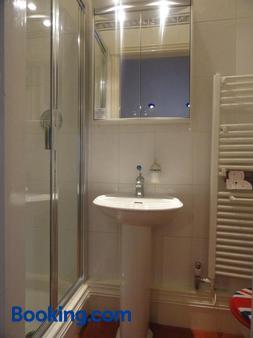Ba Ba Guest House - Τσέστερ - Μπάνιο