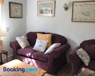 Old Rectory Cottage - Scoulton - Watton - Living room