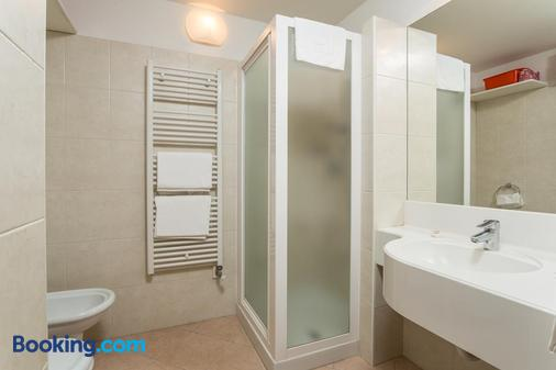 安姆比亞茲公寓 - 馬東納迪坎皮利奧 - 摩德納迪-坎皮格里奧 - 浴室