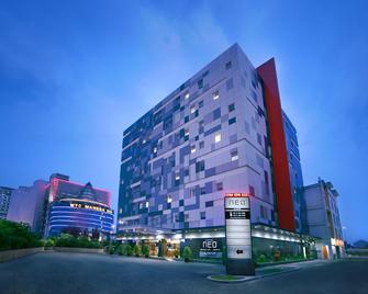 Neo Hotel Mangga Dua By Aston - North Jakarta - Building