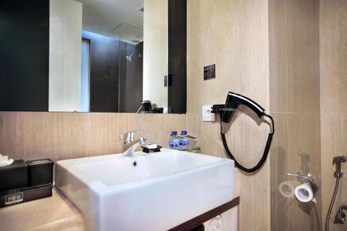 芒嘎娃 NEO 酒店 - 雅加達 - 北雅加達 - 浴室