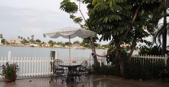 Lorelei Resort Motel - Treasure Island - Βεράντα