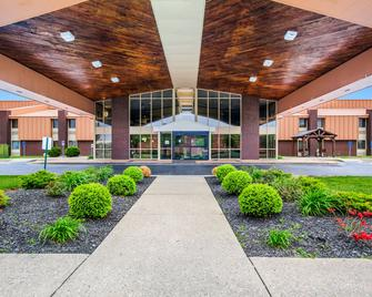 Quality Inn and Suites Florence - Cincinnati South - Florence - Budova