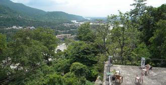 Bhandari Swiss Cottage - Rishīkesh - Näkymät ulkona