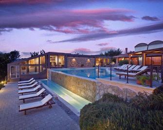 Villa Hotel Valle Del Marta Resort - Tarquinia - Πισίνα