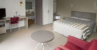 Aspen Manor Motel - Hamilton - Bedroom