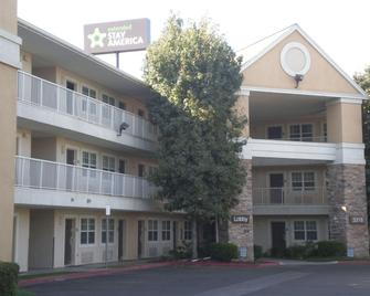 Extended Stay America - Bakersfield - California Avenue - Bakersfield - Building