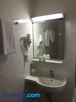 Hotel Kaiserhof am Dom - Regensburg - Bathroom