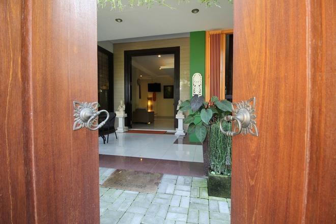 Airy Gianyar Hasanuddin Gang Dugul Sari Bali - Gianyar - Building