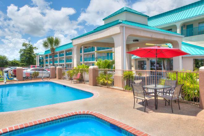 Days Inn by Wyndham Gulfport - Gulfport - Uima-allas