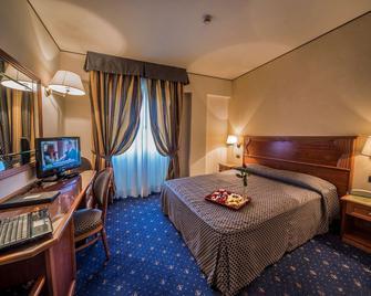 Hotel Valdarno - Montevarchi - Спальня