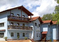 Hotel Restaurant Barbarossahof - Kaiserslautern - Edificio