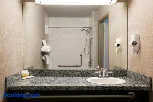 Days Inn by Wyndham, Regina - Regina - Phòng tắm