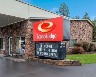 Econo Lodge - Bend - Building