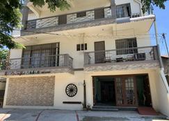 Beinte Singko de Marso Apartments - Candon - Gebouw