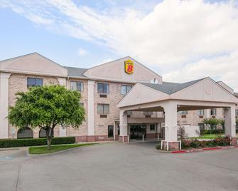 Super 8 by Wyndham Garland North Dallas Area - Garland - Gebouw