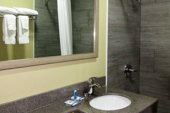 Rodeway Inn - Murfreesboro - Bathroom