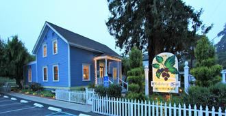 Olallieberry Inn Bed and Breakfast - Cambria - Building