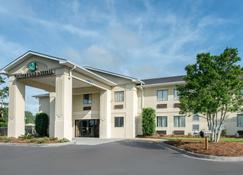 Quality Inn and Suites - Port Wentworth - Building