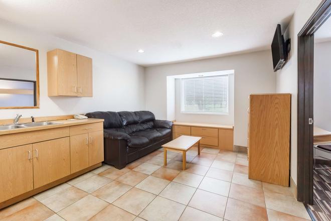 Microtel Inn & Suites by Wyndham Ardmore - Ardmore - Living room