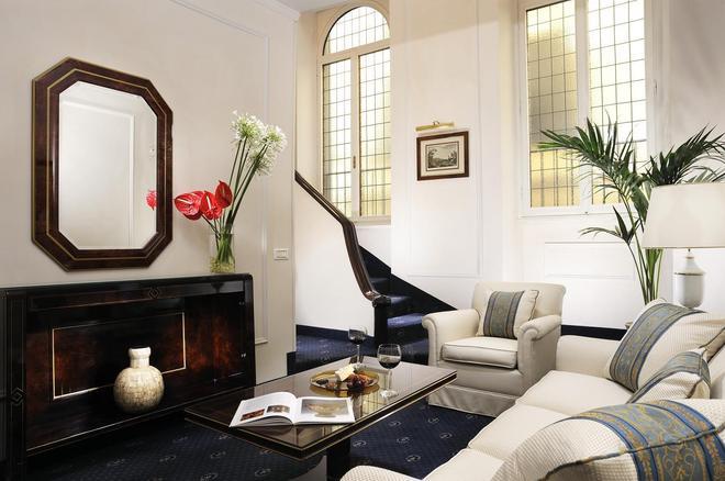 Hotel De La Ville - Florence - Living room