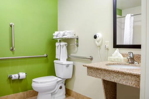 Sleep Inn & Suites Airport - Milwaukee - Bathroom