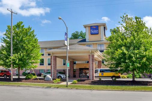 Sleep Inn & Suites Airport - Milwaukee - Building