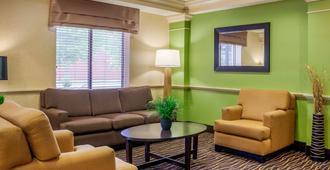 Sleep Inn & Suites Airport - Milwaukee - Living room