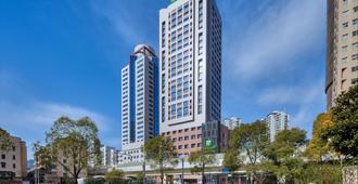 Holiday Inn Express Shanghai Zhenping - Shanghai - Building