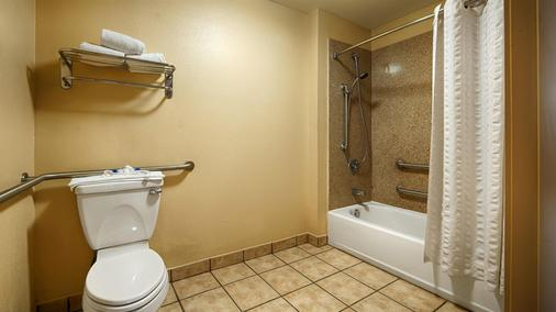 Best Western Windsor Pointe Hotel & Suites-AT&T Center - San Antonio - Bathroom