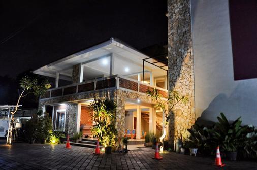 Hastina Stylish Hotel - Mataram - Rakennus