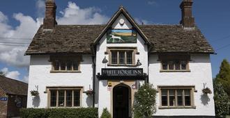 The White Horse Inn - Calne - Edificio