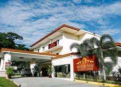 Subic Bay Travelers Hotel - Subic - Budynek