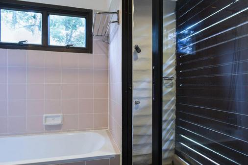 Mida Resort Kanchanaburi - Thành phố Kanchanaburi - Phòng tắm