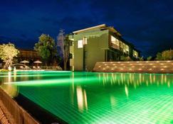 Mida Resort Kanchanaburi - קאנצ'אנאבורי - בריכה