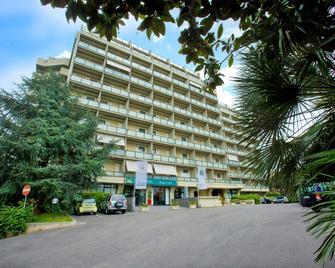 Quality Hotel Rouge et Noir - Rome - Building