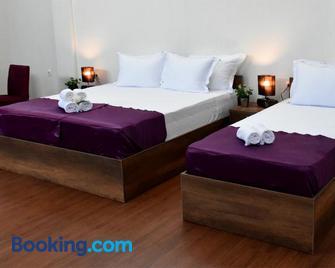 Hotel And Winery Lozar - Бітола - Bedroom