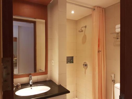 雷根太陽酒店及溫泉中心 - 雷根 - 庫塔 - 浴室