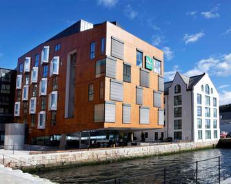 Quality Hotel Waterfront Alesund - Олесунн - Building