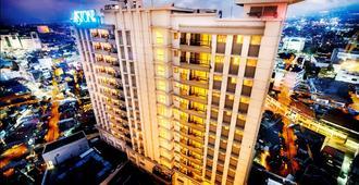 Aston Braga Hotel & Residence Bandung - Bandung - Gebouw