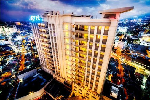 Aston Braga Hotel & Residence Bandung - Bandung - Building