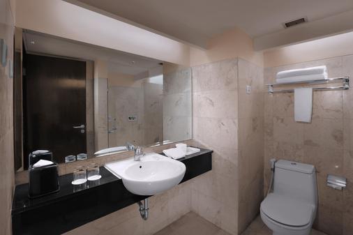 Aston Braga Hotel & Residence Bandung - Bandung - Bathroom