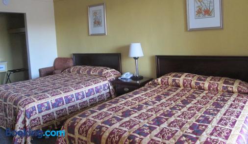 Budgetel Inn and Suites - Rockingham - Bedroom
