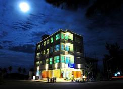 Ui Inn - Hulhumale - Building