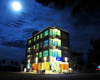 Ui Inn - Hulhumale - Building